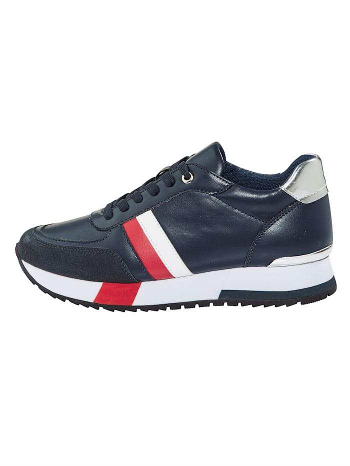Sneaker im Maritimen-Look