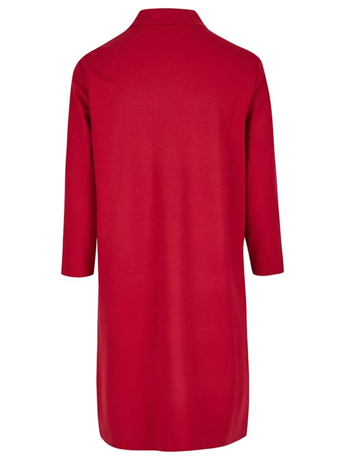 Modernes Kleid mit Stehkragen