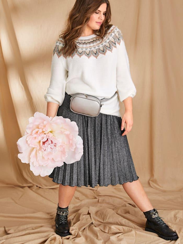 Plisovaná sukně z lesklého materiálu