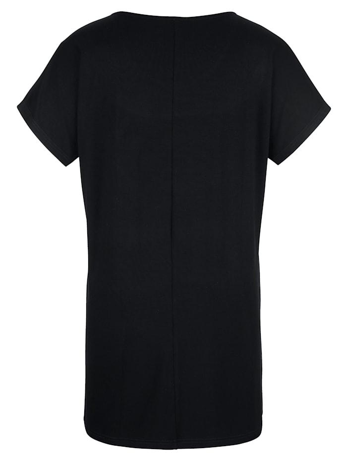 Dlhé tričko s vykrojením na výstrihu