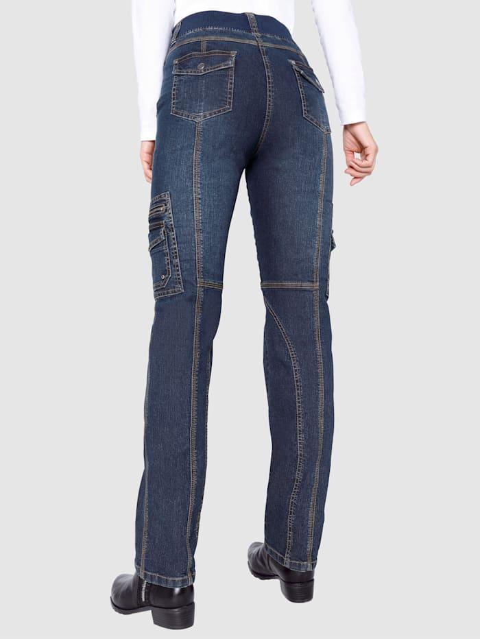 Jeans i cargomodell