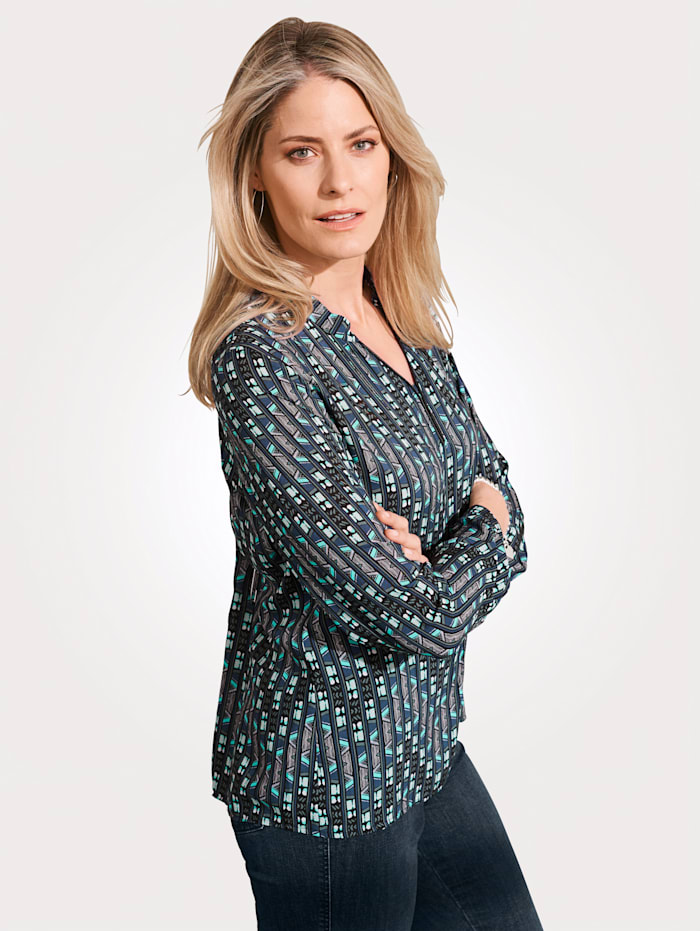 Pull-on blouse with a graphic print