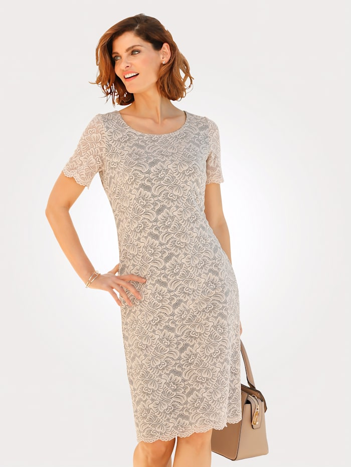 Dress with elegant floral lace