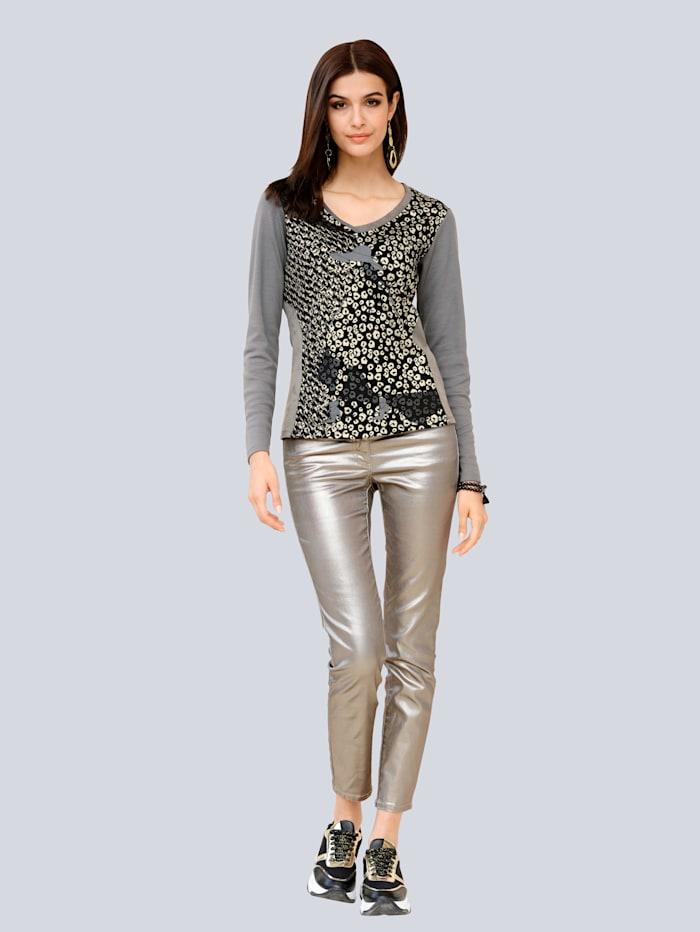 Jeans allover im trendaktuellen Folienprint