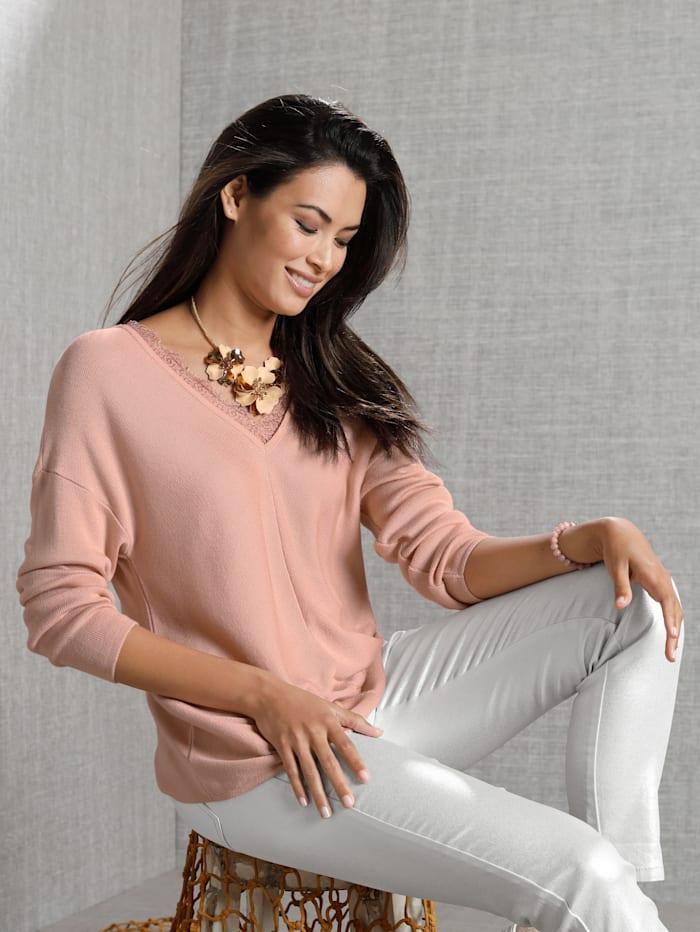 Pullover mit Spitze am Ausschnitt