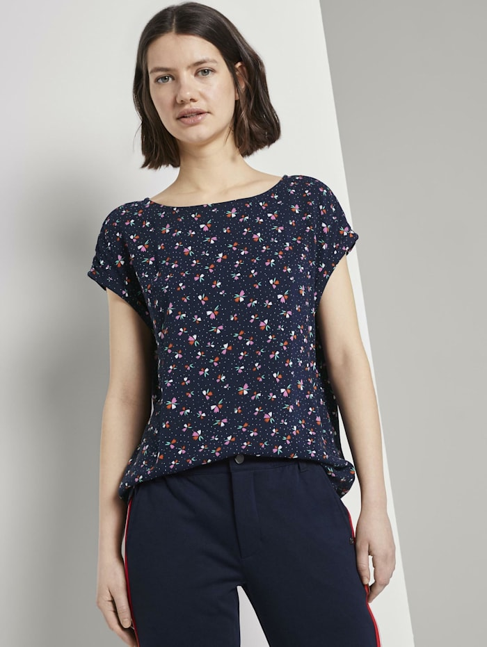 Gemustertes T-Shirt mit Cut-Out