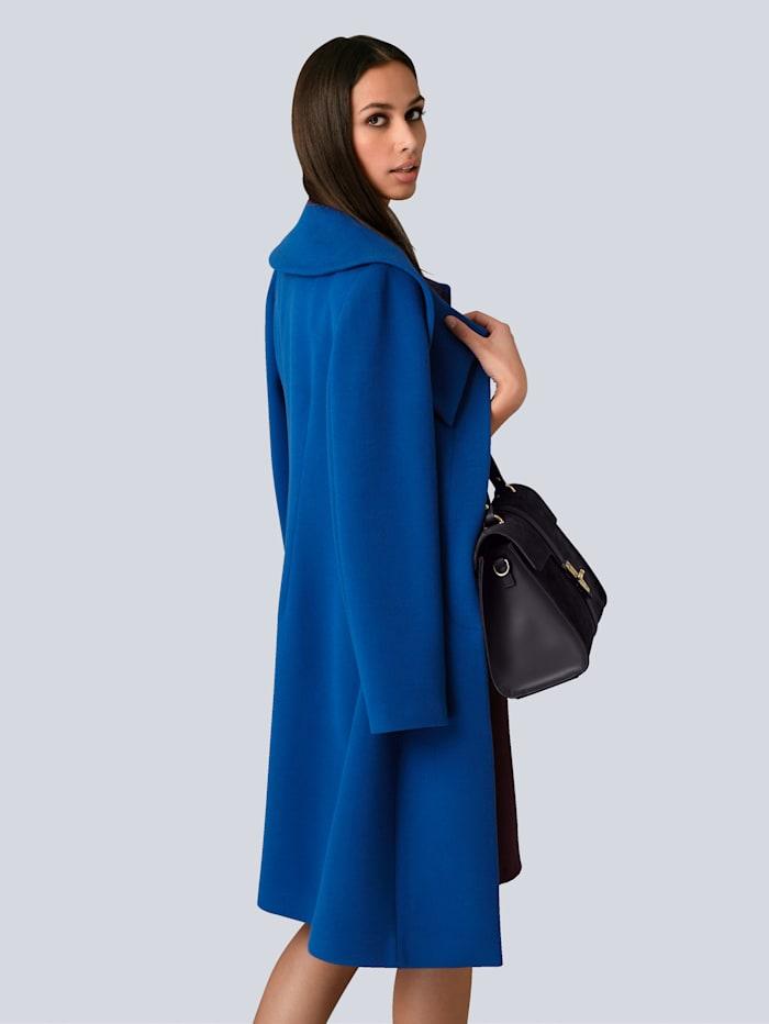 Mantel mit modischer Kragenlösung