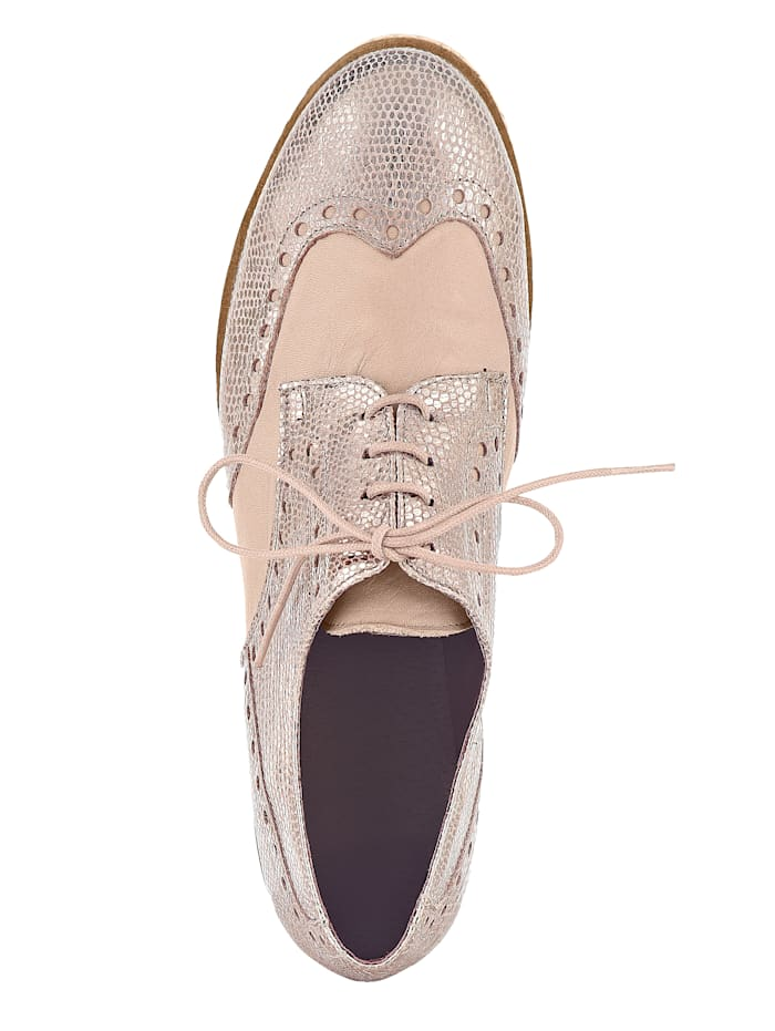 Lace-up shoe Stunning leather combination