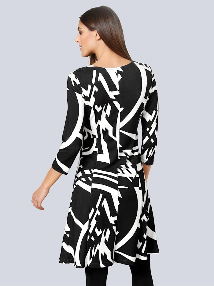 Kleid mit leicht ausgestelltem Rockteil