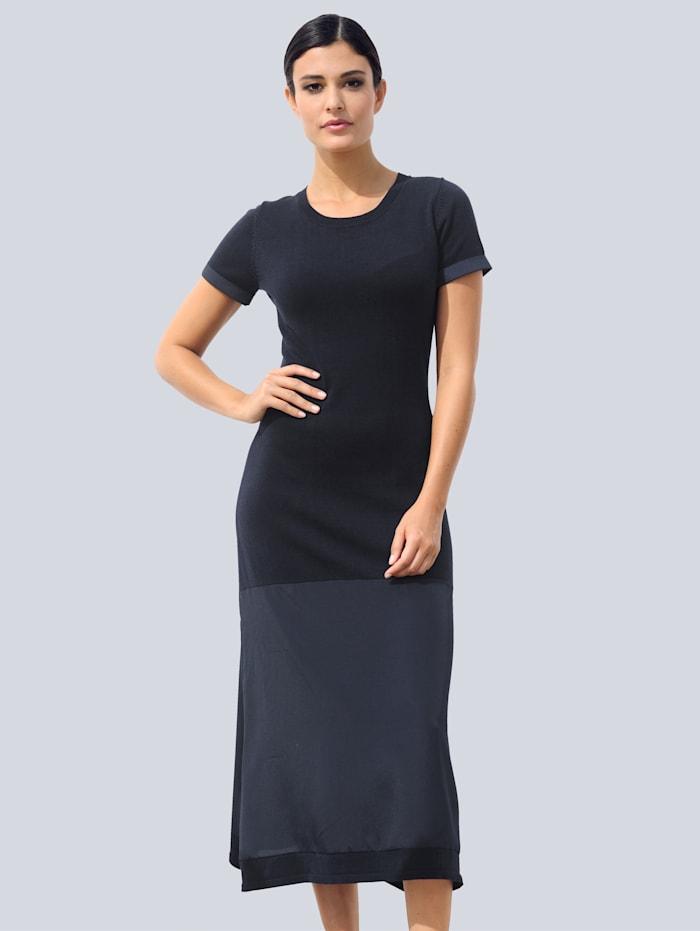 Alba Moda Stickad klänning i trendig materialmix, Marinblå