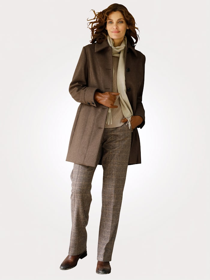 Kabát s vysokým podielom vlny