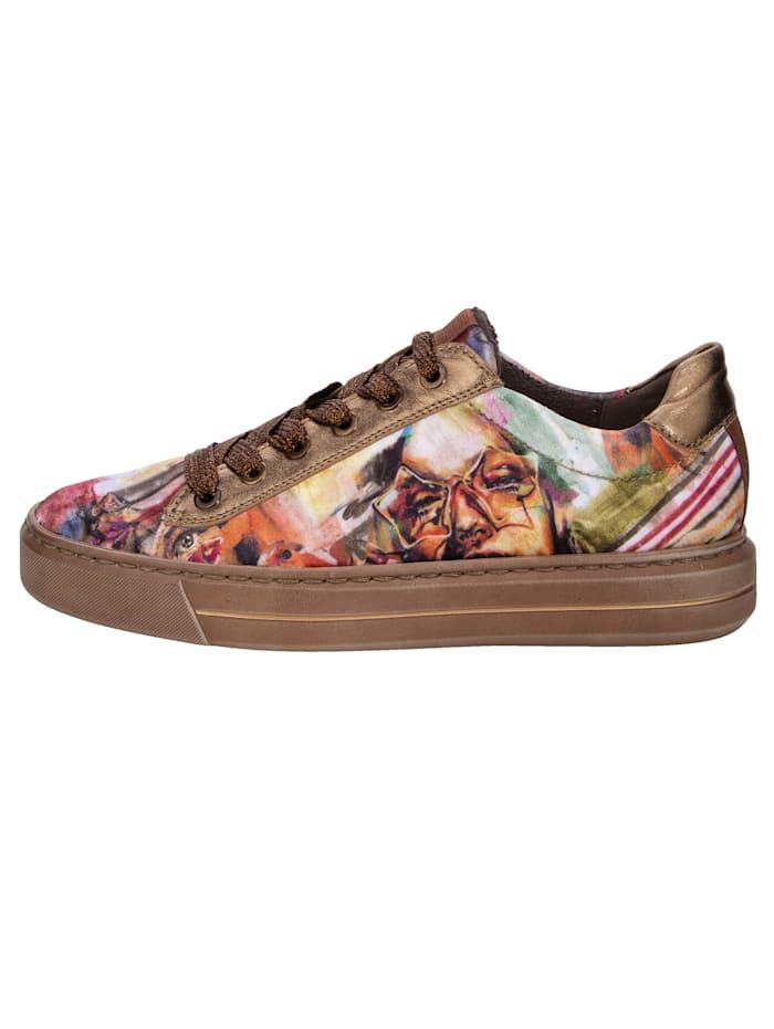 Sneakers med tryckt mönster som är inspirerat av konstnärsduon DeCaSa