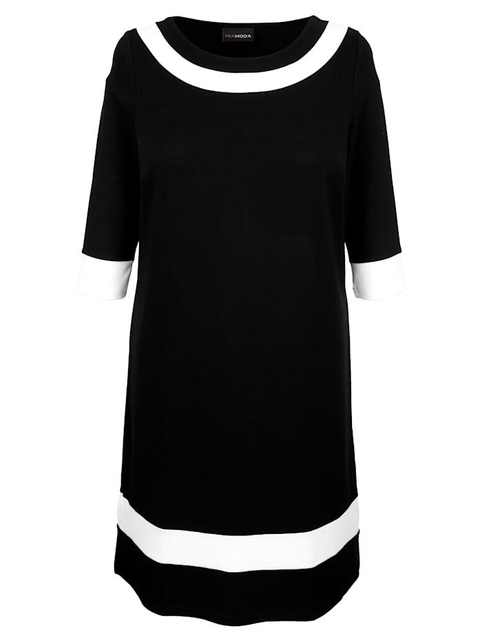 Jersey jurk met vrouwelijke halslijn