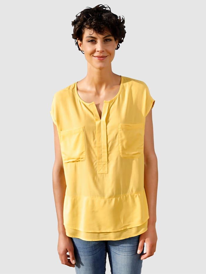Dress In Bluse in fließender Qualität, Senfgelb