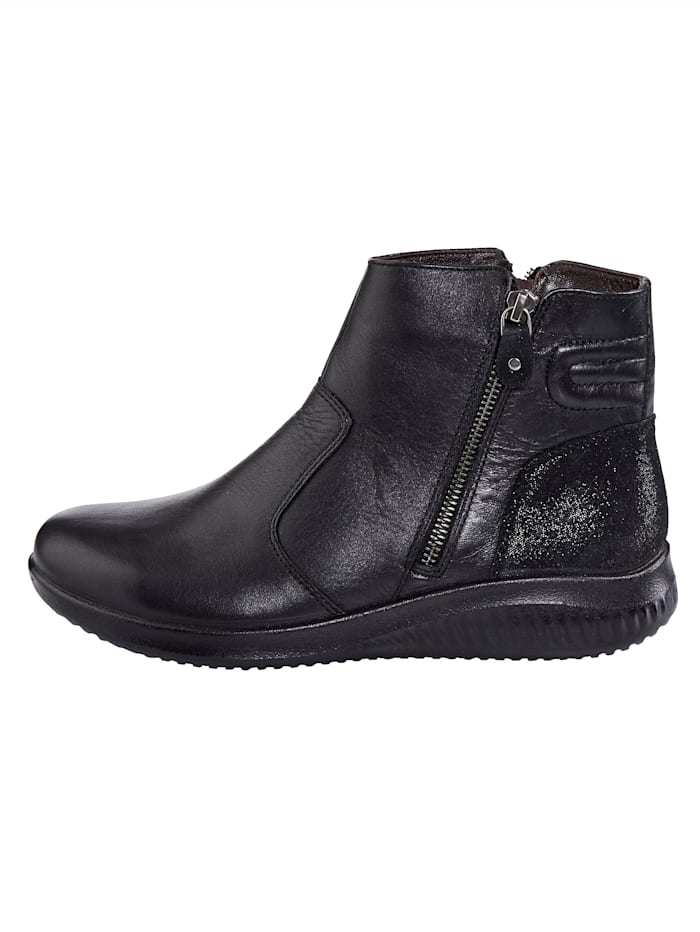 Ankle boots with wool lining