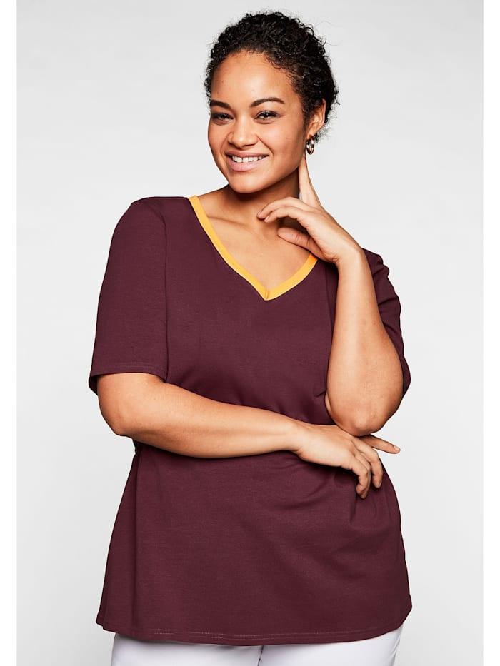 Sheego Shirt mit kontrastfarbenem V-Ausschnitt, barolo