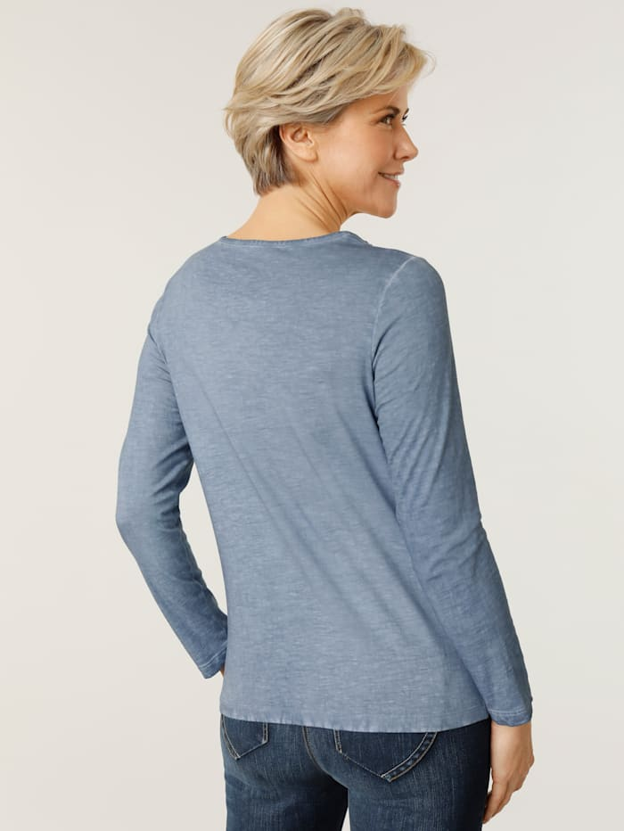 Top in a chic pigment wash