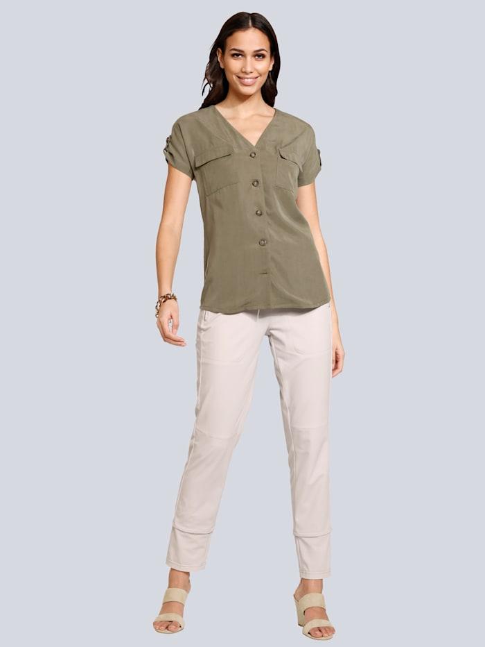 Bluse mit Taschen und Hornknöpfen