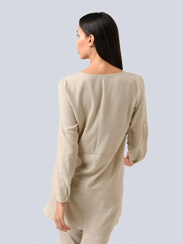 Bluse in modischer Longform
