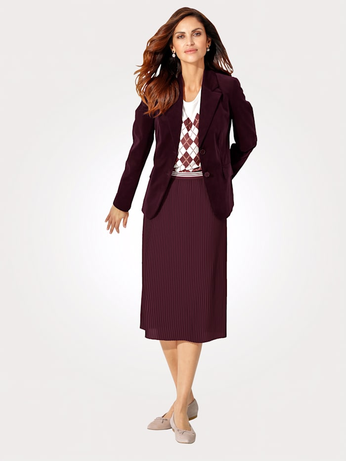 Skirt with elegant pleats