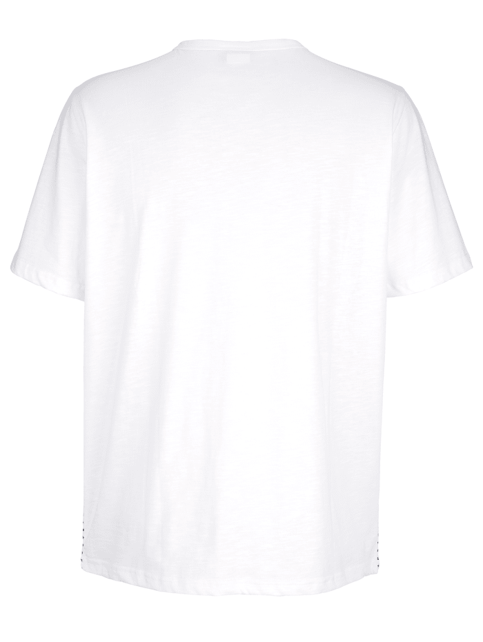 T-shirt med liten V-ringning och knappar