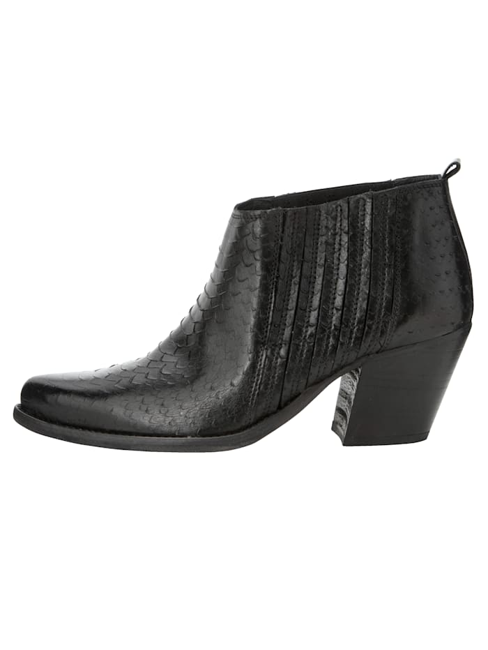 Ankle boot in trendy westernlook