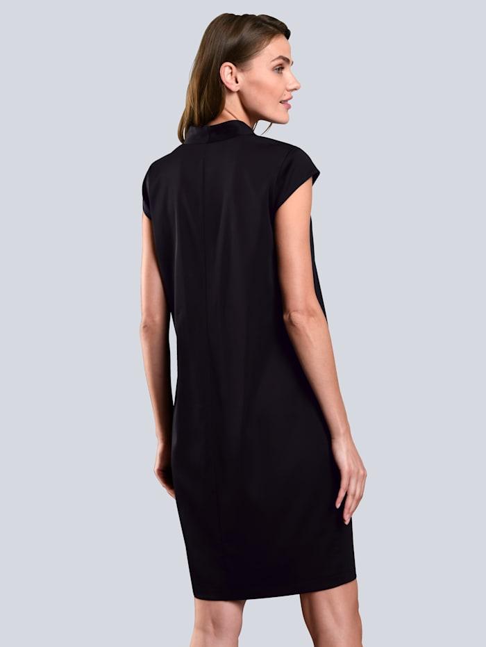 Kleid mit zwei Eingrifftaschen