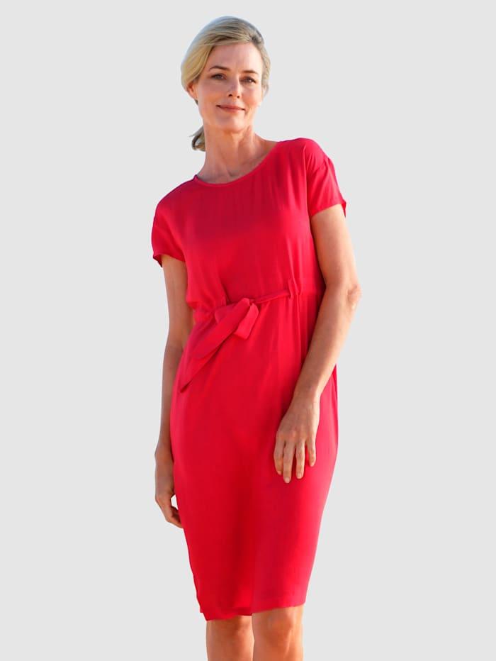 Dress In Klänning med knytband i midjan, Röd