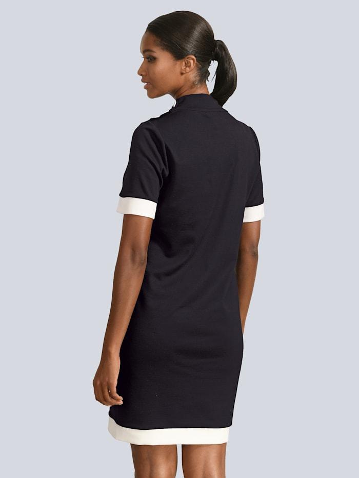 Jerseykleid mit Deko-Knöpfen