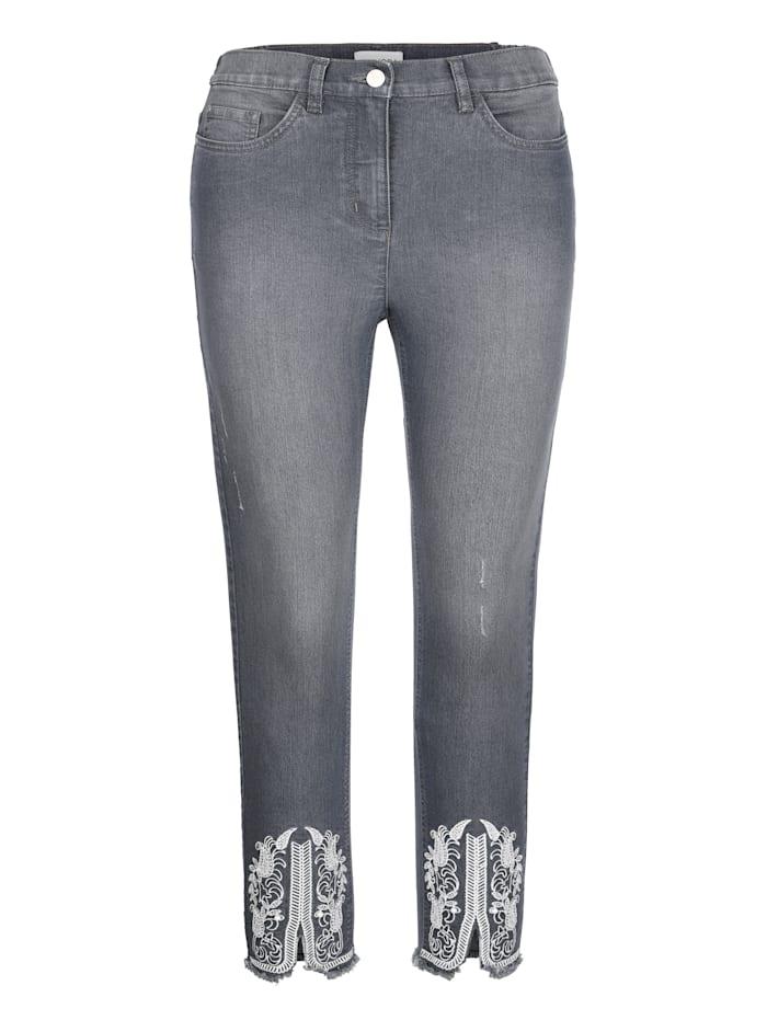 Jeans met contrastkleurig borduursel aan de zoom