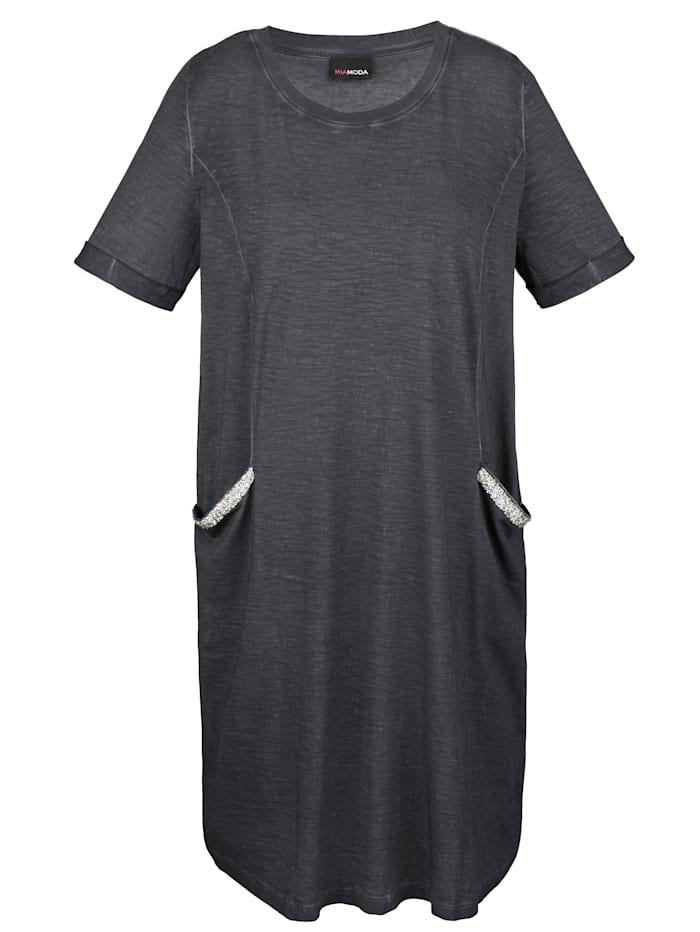 Kleid mit Paillettendekoration auf den Taschen