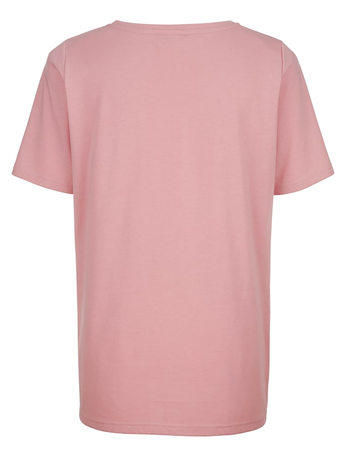 Niittikoristeltu paita