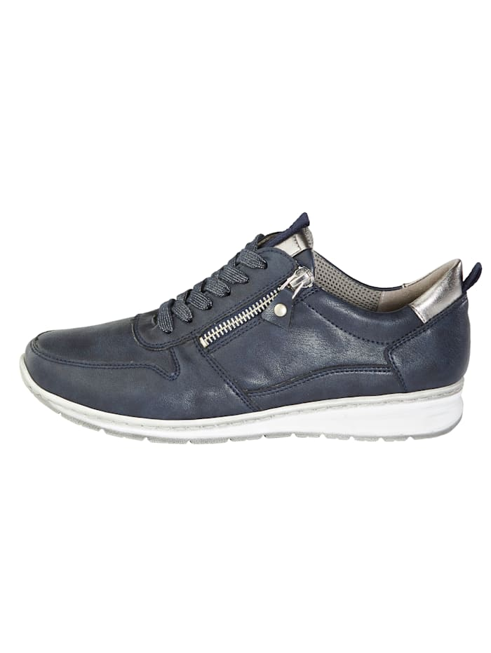 Lace-up shoes with slightly shimmering laces