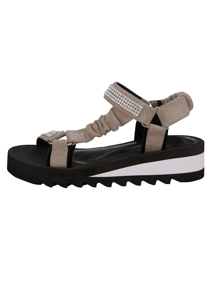 Koristekivin somistetut sandaalit