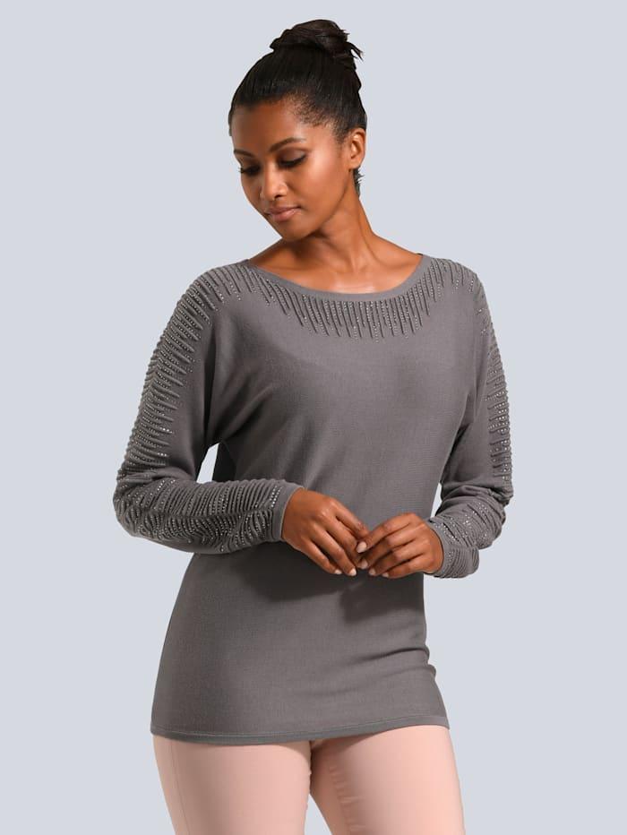 Pullover aufwendig mit Strass verziert