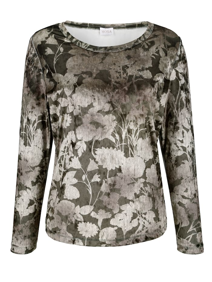 Top made from soft velvet