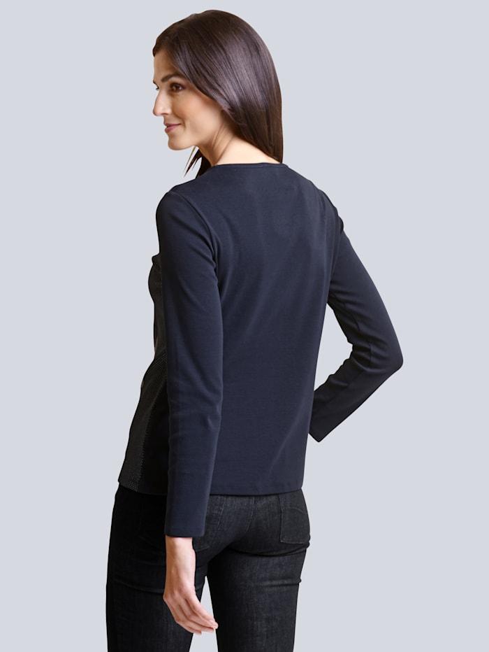 Shirt mit neu designtem Druck im Vorderteil