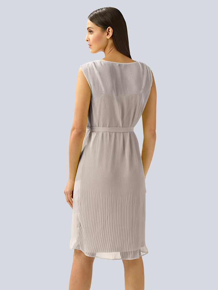 Šaty s plisovaním