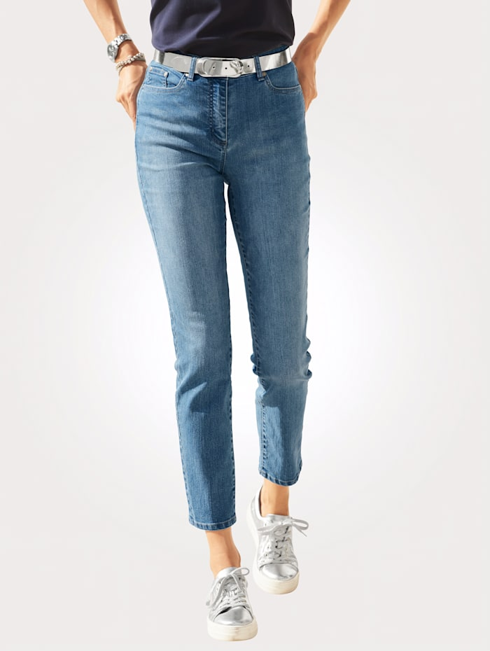 Jeans with tonal pocket embroidery