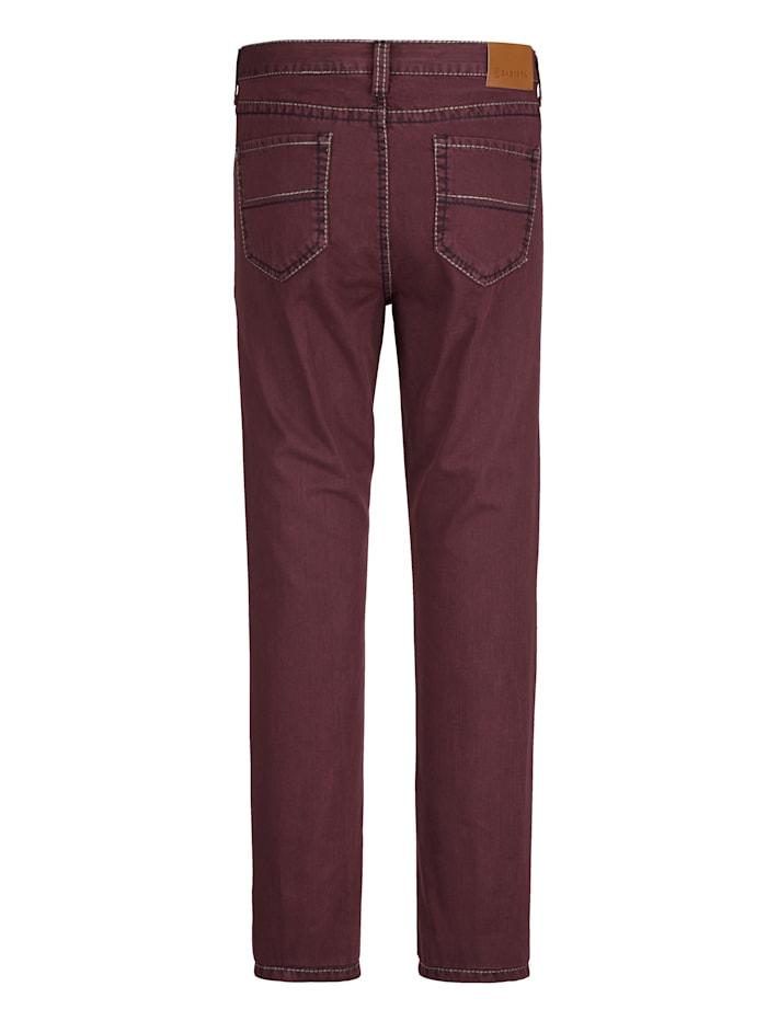 Kalhoty s módním hrubším šitím