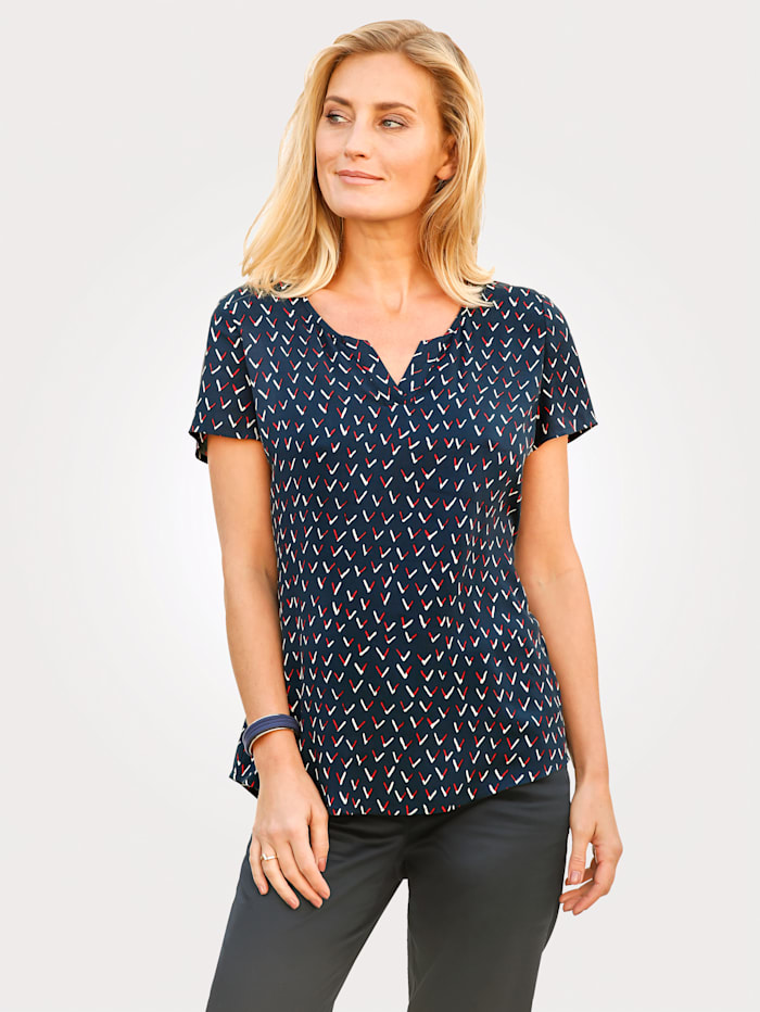 Pull-on blouse with a graphic pattern