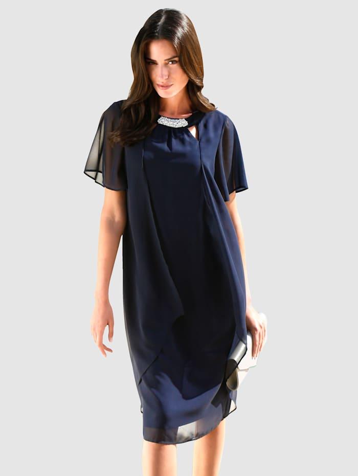 Šifónové šaty s výrezmi a dekoratívnymi perličkami, Námornícka