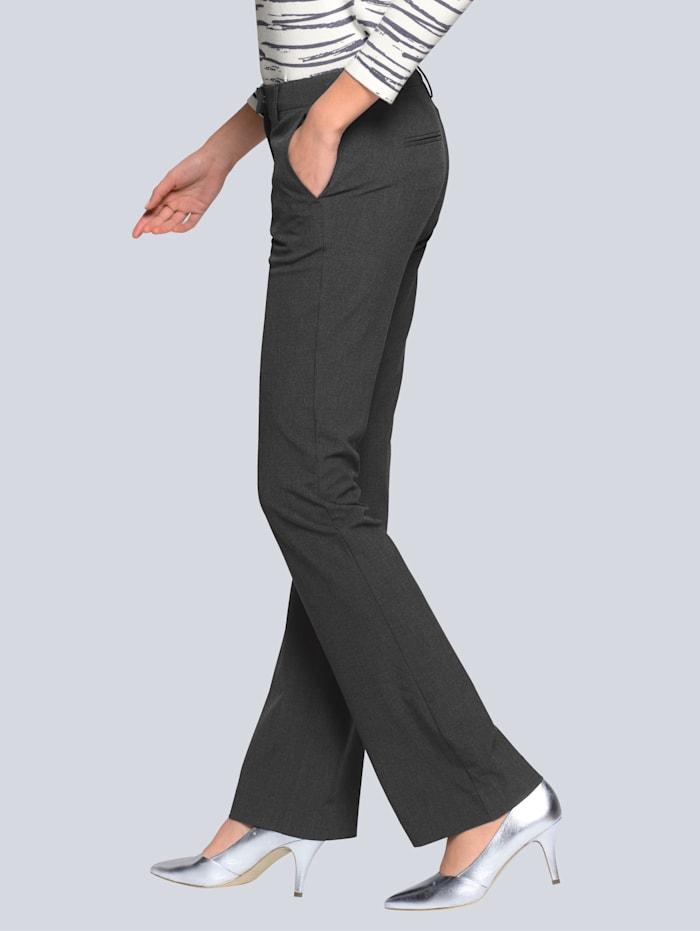 Hose aus figurformendem Stretch-Material