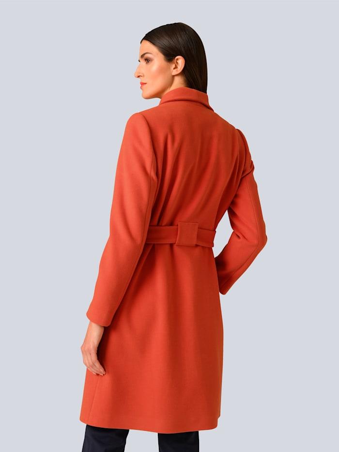 Manteau de coupe très féminine