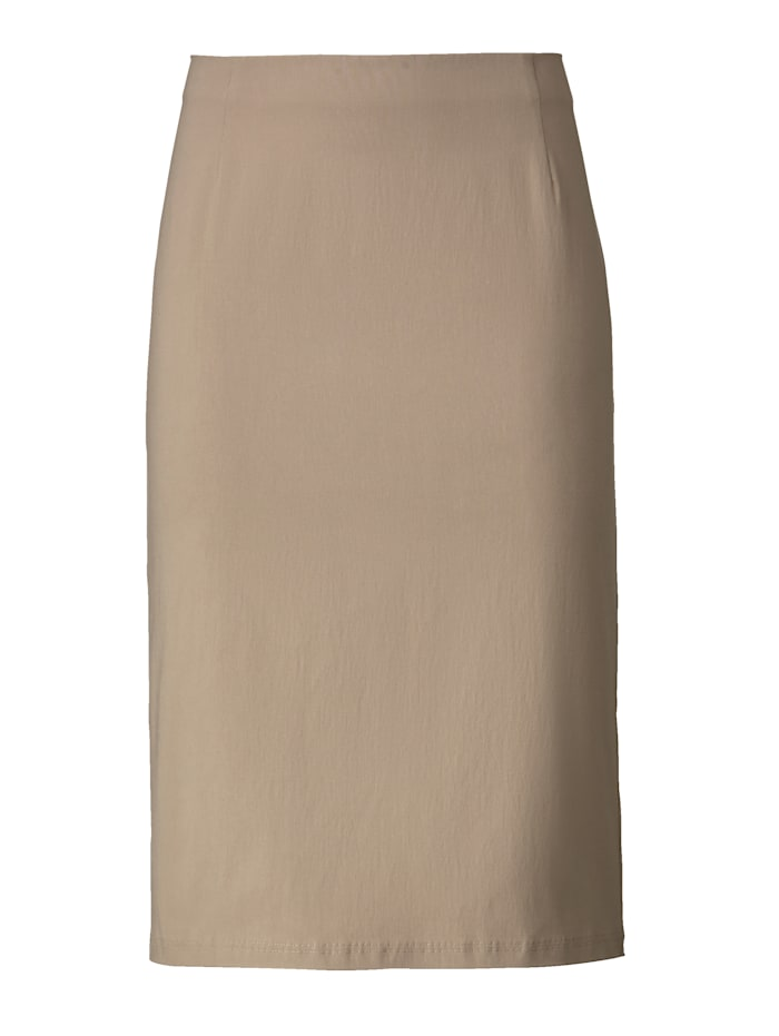 Skirt in classic slip-on style