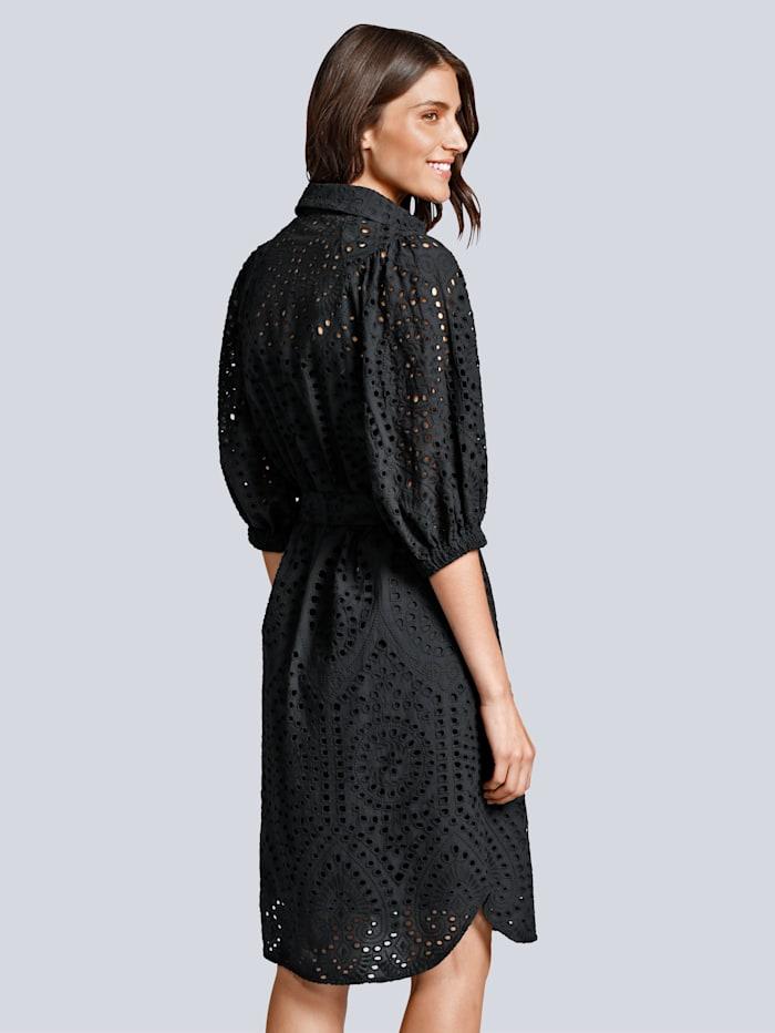 Kleid im hochwertigem Material mit Lochstickerei