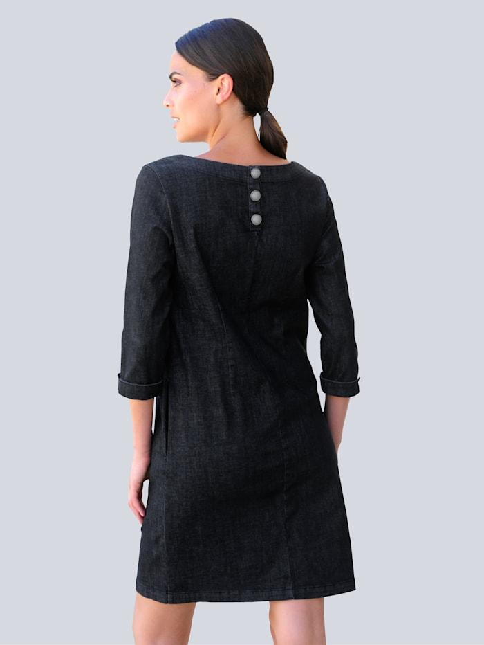 Džínsové šaty v modernom voľnom strihu