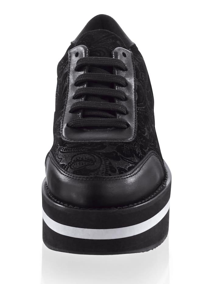Sneaker mit durchgehender Sohle
