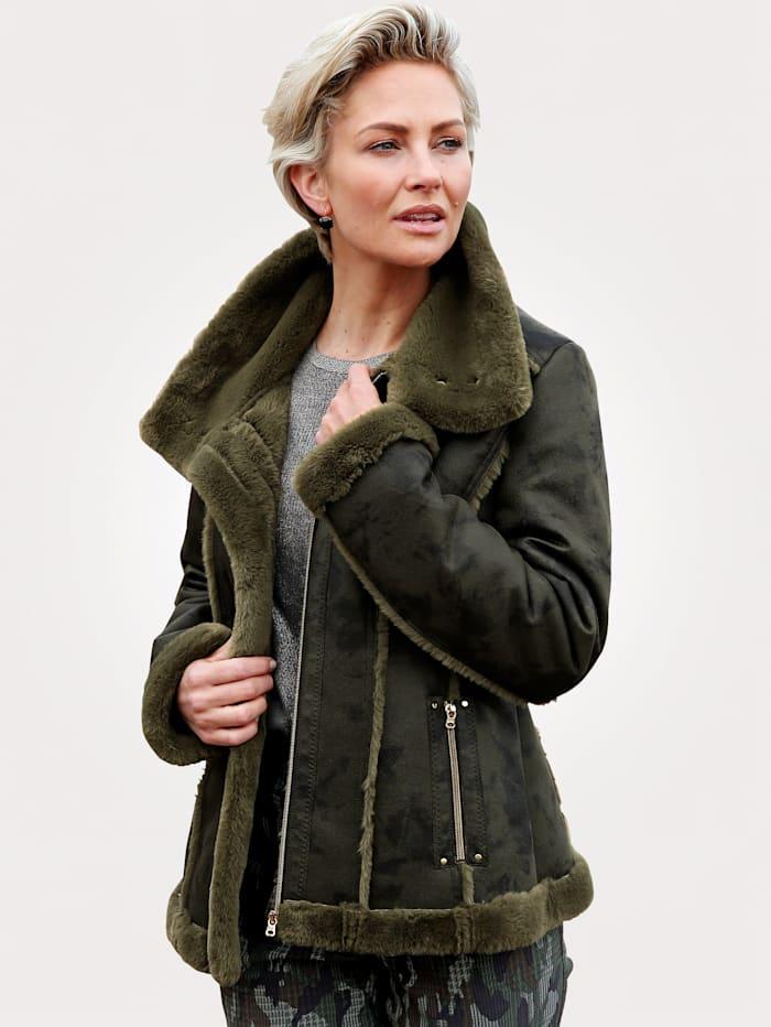 Jacket in a faux fur look
