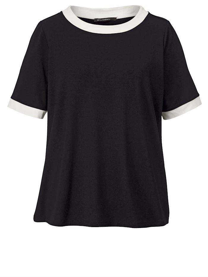 Shirt mit Kontrastverarbeitung